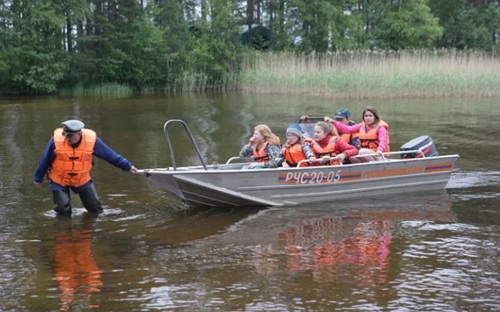 Children return to the Syamozero Park Hotel after storm kills 14 during boating expedition  CREDIT: TASS/BARCROFT IMAGES