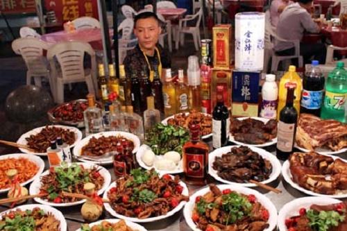 Du khách Mỹ kể chuyện ăn lẩu thịt chó ở Trung Quốc