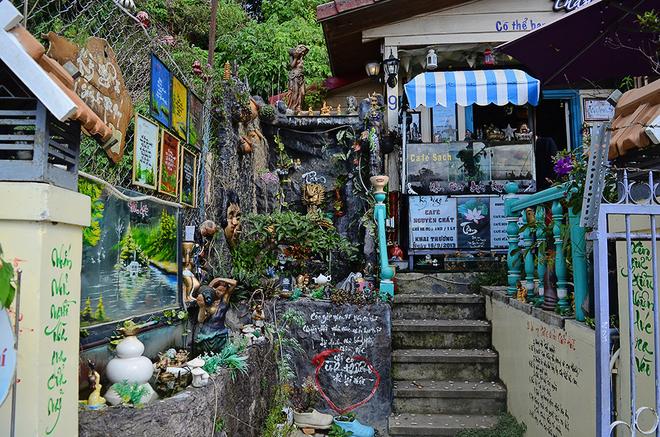 Quán cà phê thư pháp trong ngôi nhà kỳ quái ở Đà Lạt