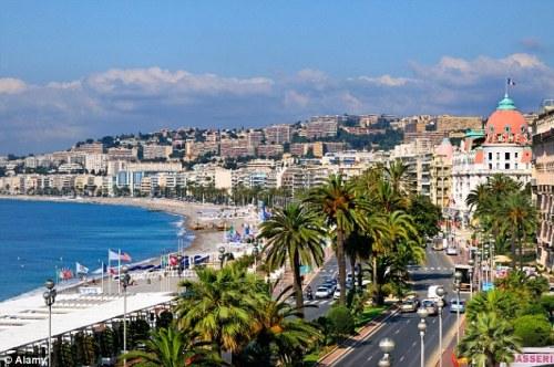 Hai nữ du khách bị hãm hiếp khi đi du lịch Pháp