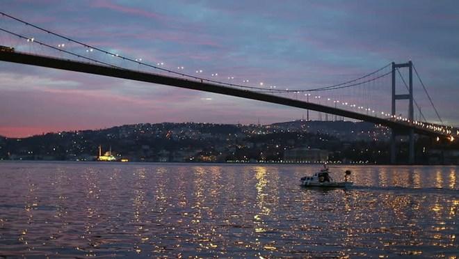 Bosphorus – cây cầu là điểm nóng trong đảo chính ở Thổ Nhĩ Kỳ