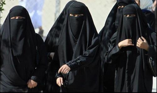 arab-saudi-noi-phu-nu-phai-xin-phep-chong-de-duoc-di-du-lich
