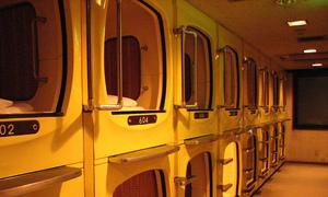 Khách sạn con nhộng độc đáo ở Nhật Bản