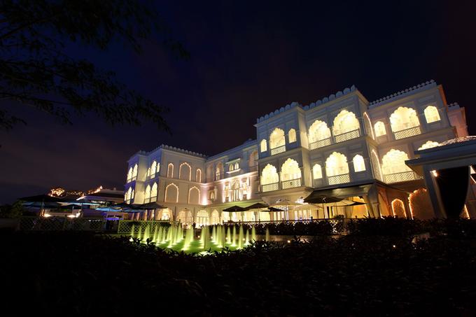 Tòa lâu đài mang phong cách Taj Mahal giữa Sài Gòn