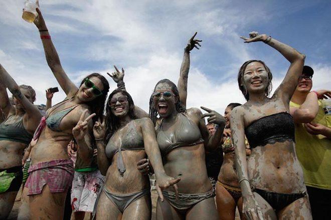 Du khách vật lộn trong lễ hội 'bẩn' nhất Hàn Quốc