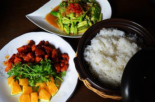 Không chỉ với mang lại hương vị lạ miệng mà bữa ăn còn đem đến chút không khí gia đình ấm áp. Ảnh: Phong Vinh
