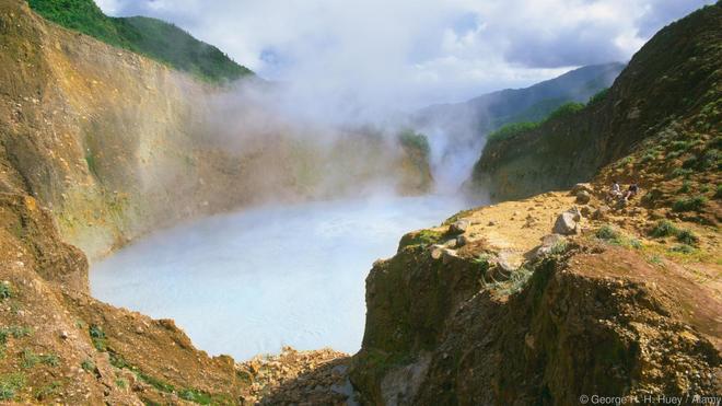 8 sông hồ kỳ diệu nhất hành tinh