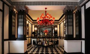 Bên trong nhà hàng luôn đóng cửa ở Sài Gòn