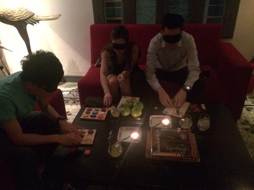 Ấn tượng khó quên về bữa ăn trong bóng tối ở Sài Gòn