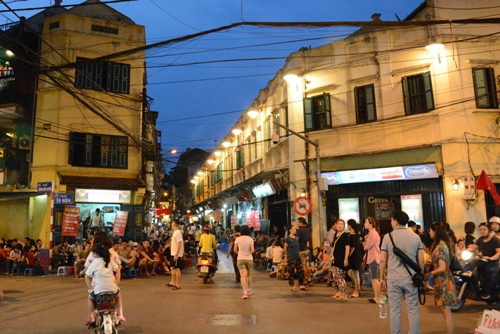 Hanoi's entertainment centers to open late at night to serve tourists