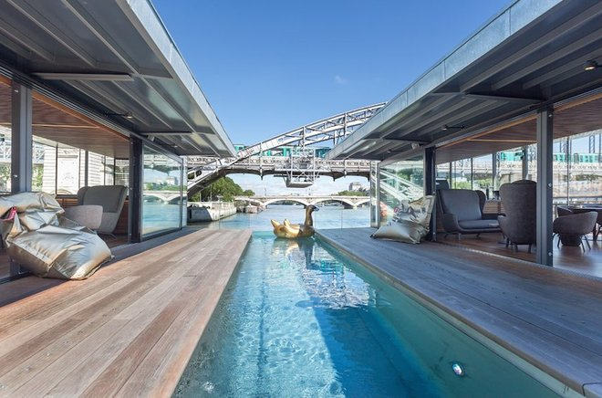 Khách sạn nổi trên mặt nước ở Paris