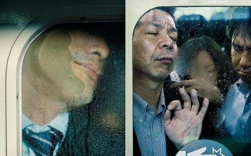 Tokyo Compression - những gương mặt bị chèn ép trên tàu điện ngầm