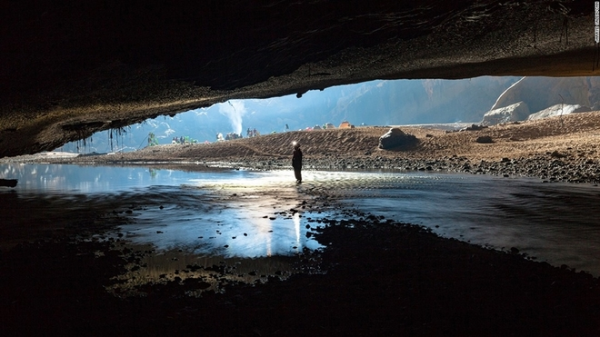 'Coi chừng khủng long' trong hang Sơn Đoòng