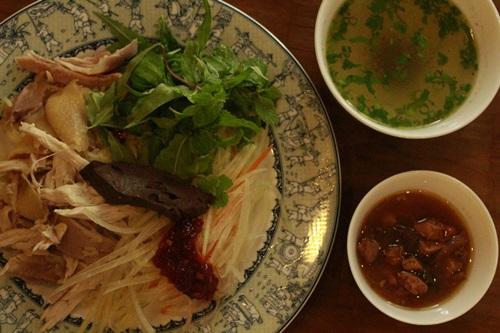 Quán cơm gà Hội An chuẩn vị ở Sài Gòn