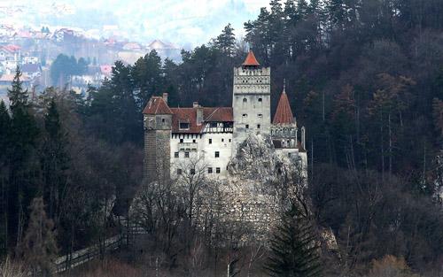 transylvania-noi-ma-ca-rong-cung-bi-loi-dung