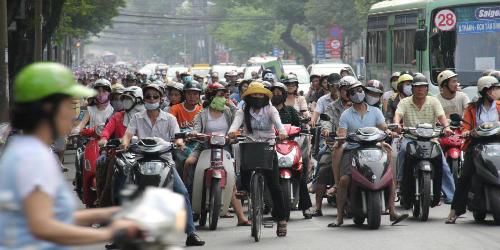 Việt Nam trên bàn cân yêu - ghét của khách Tây