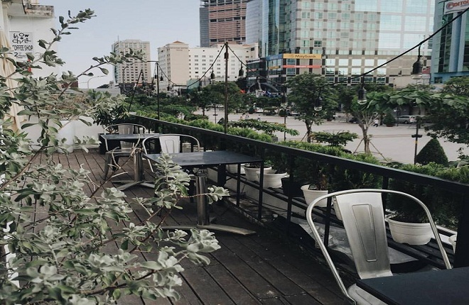 Những quán cà phê chung cư đẹp nhất ngắm phố đi bộ