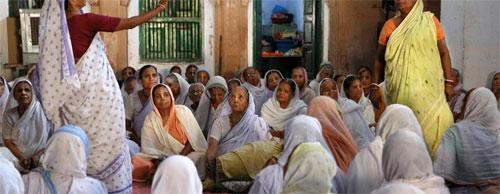 Ấn Độ - nơi vợ sống lâu hơn chồng bị coi là tội tày đình