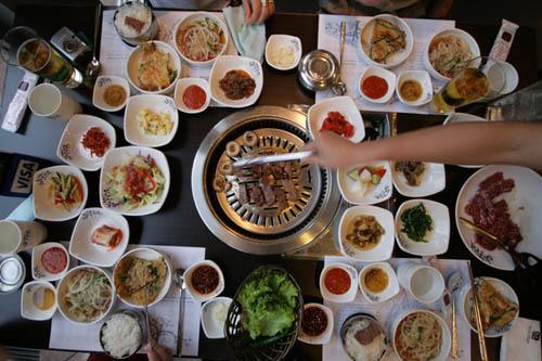 Đằng sau việc đưa khăn ăn của người Hàn Quốc
