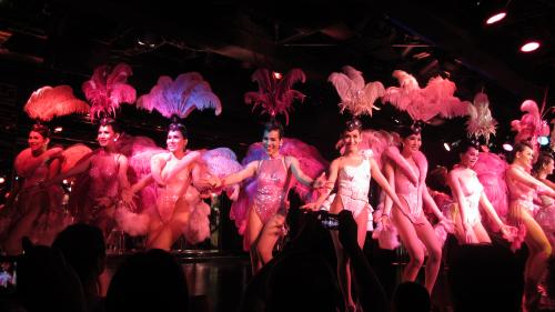Khách Tây bày cách thưởng show người chuyển giới tại Thái Lan