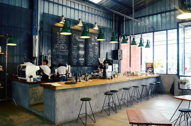 Quán cà phê như công xưởng ở Đà Lạt