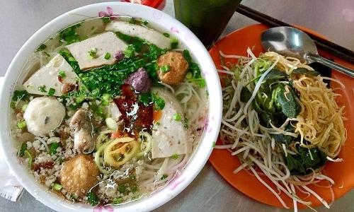Quán bún mọc 40 năm hút khách ở Sài Gòn