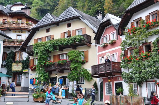 Hallstatt – thị trấn bên hồ đẹp nhất thế giới