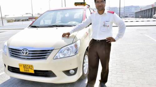 Anh Liton Chandra Nath Pal Nepal đã trả lại 25kg vàng cho du khách. Ảnh: News Xpress.