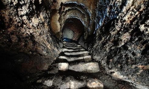 Hầm mộ như mê cung với 1.000 lối vào