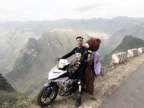 Chàng trai chở gấu bông đi ngắm tam giác mạch - ảnh 1