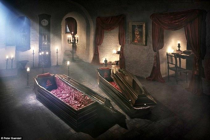 Bên trong lâu đài của kẻ khát máu Dracula