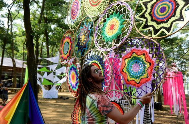 Khách Tây 'quậy' hết mình trong lễ hội âm nhạc ở Hà Nội