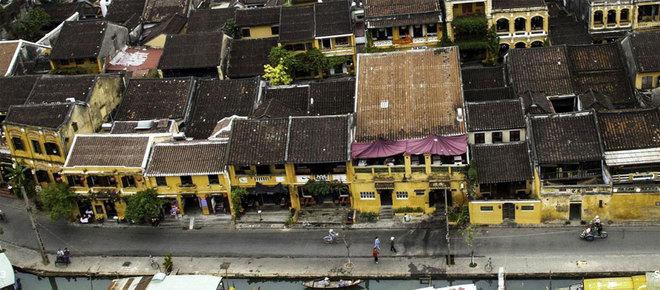 Bí mật của những ngôi nhà sơn màu vàng ở Việt Nam