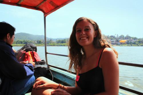 Giây phút hãi hùng của du khách ngồi cạnh xác chết trên thuyền - ảnh 1