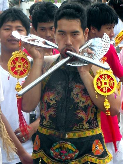 le-hoi-an-chay-rung-ron-o-thai-lan-1