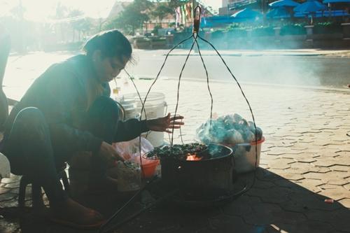 hai-san-nuong-ban-rong-tren-bo-bien-phan-thiet
