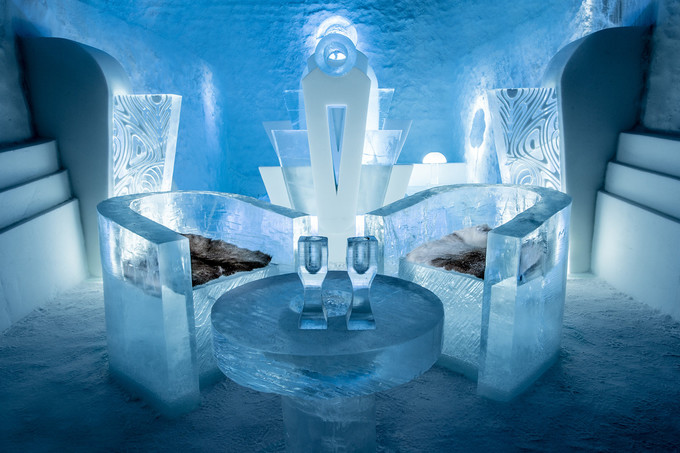 Bên trong khách sạn băng mở cả mùa hè