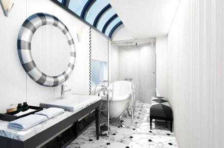 Phòng suite có diện tích của nguyên một khoang tàu, với lối đi riêng, phòng khách kiêm phòng ăn, giường ngủ, phòng vệ sinh có bồn tắm.
