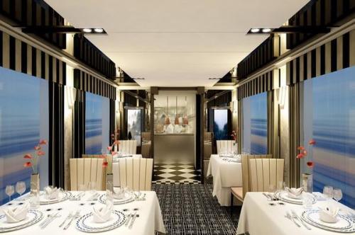 Tàu Mizukaze có 10 khoang còn trang bị nhiều tiện nghi khác như các phòng ngắm cảnh, khoang ăn sang trọng như nhà hàng và khoang thư giãn có không gian ấm cúng.