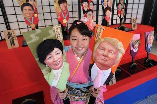Chân dung ông Trump trên chiếc vợt cầu may. Ảnh: AFP.