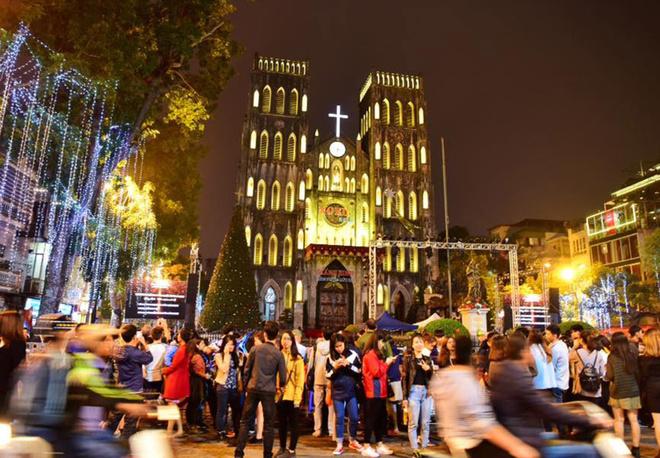 Cảnh đông đúc tại các điểm đón Giáng sinh