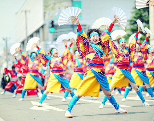 ngoi-nha-lo-lung-giua-khong-trung-boi-hang-tram-nghin-qua-bong-2