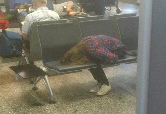 Những bức ảnh 'cười chảy nước mắt' về hành khách tại sân bay