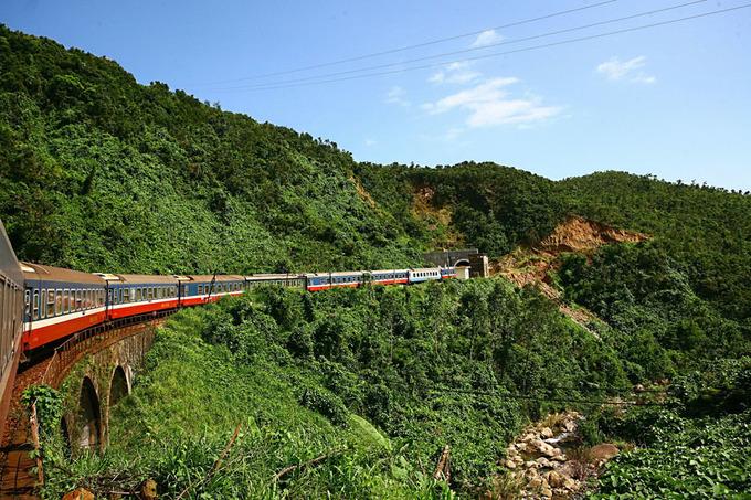 Đèo Hải Vân nhìn từ toa tàu lửa
