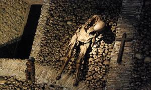 Bên trong nhà thờ xương người khiến du khách lạnh gáy