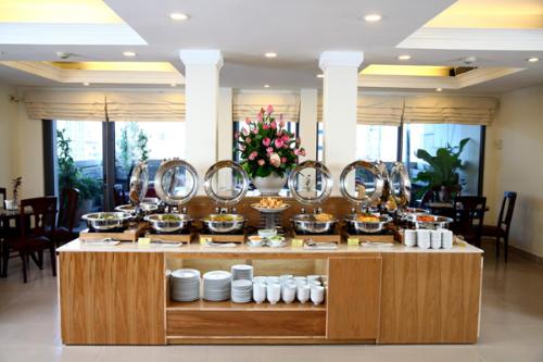 Thưởng thức 50 món buffet chay thuần Việt tại Cỏ Nội
