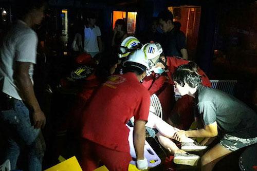 Sập mái, 10 người gặp nạn trong nhà hàng - ảnh 2