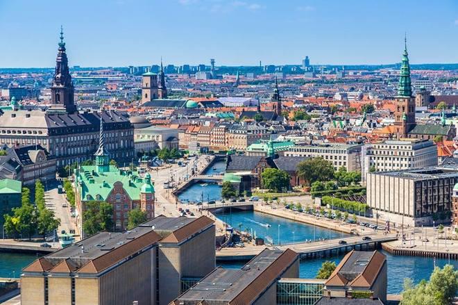 Thành phố Copenhagen, Đan Mạch sở hữu không gian đô thị trong lành, nằm bên bờ biển. Thành phố có cảnh quan đẹp, cách tốt nhất để khám phá là bằng xe đạp.