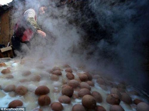Đặc sản trứng luộc nước tiểu bé trai ở Trung Quốc - ảnh 3
