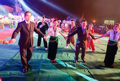Ông Nguyễn Văn Bình, Ủy viên Bộ Chính trị, Bí thư Trung ương Đảng, Trưởng Ban Kinh tế Trung ương, Trưởng Ban Chỉ đạo Tây Bắc